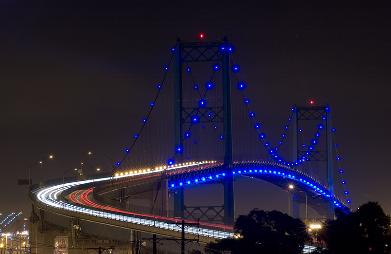 Vincent Thomas Bridge at night